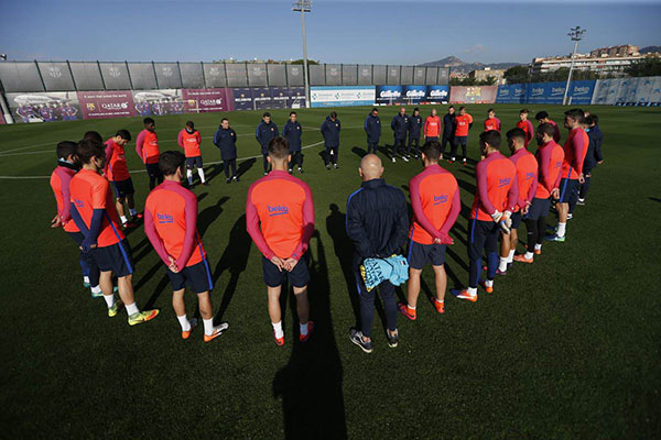 """<div class=""""meta image-caption""""><div class=""""origin-logo origin-image none""""><span>none</span></div><span class=""""caption-text"""">FC Barcelona shared a photo of a moment of silence the team took on Tuesday following a plane crash that killed members of Brazilian soccer team Chapecoense. (FC Barcelona/Twitter)</span></div>"""