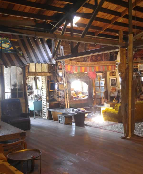 "<div class=""meta image-caption""><div class=""origin-logo origin-image none""><span>none</span></div><span class=""caption-text"">This photo of the Ghost Ship art collective warehouse in Oakland, Calif. was posted on its website. (Photo by www.OaklandGhostShip.com)</span></div>"