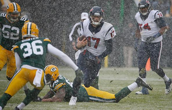 "<div class=""meta image-caption""><div class=""origin-logo origin-image ap""><span>AP</span></div><span class=""caption-text"">Houston Texans' Brock Osweiler runs during the first half of an NFL football game against the Green Bay Packers Sunday, Dec. 4, 2016, in Green Bay, Wis. (AP Photo/Mike Roemer) (AP)</span></div>"