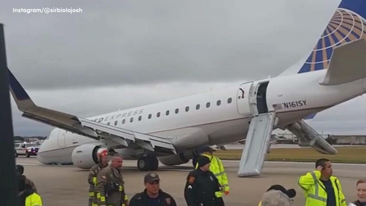 Plane Landing Gear Collapses On Landing In San Antonio