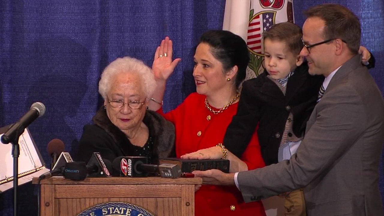 Susana Mendoza is officially the state's new comptroller.