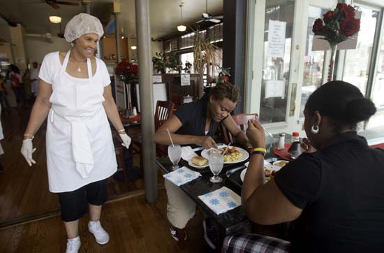 """<div class=""""meta image-caption""""><div class=""""origin-logo origin-image ap""""><span>AP</span></div><span class=""""caption-text"""">The soul-food restaurant made famous by the reality TV show, Welcome to Sweetie Pies on the Oprah Winfrey Network is coming to Houston. (ASSOCIATED PRESS)</span></div>"""