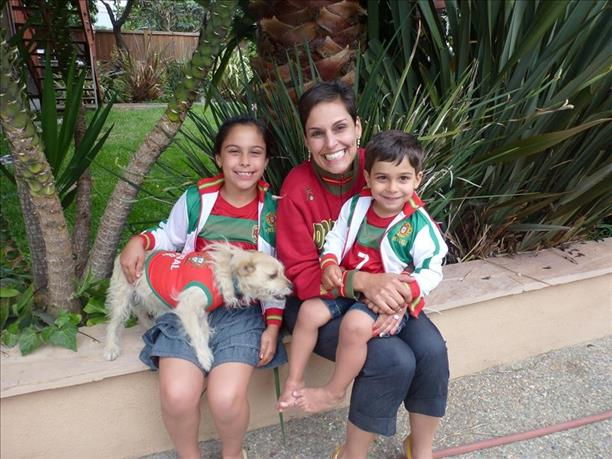 "<div class=""meta image-caption""><div class=""origin-logo origin-image ""><span></span></div><span class=""caption-text"">Family fun time rooting for Portugal! Keep sending in your World Cup fan photos! (photo submitted via uReport)</span></div>"