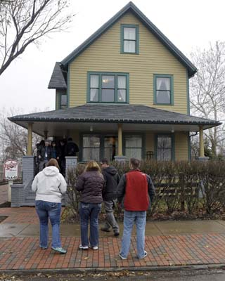 <div class='meta'><div class='origin-logo' data-origin='none'></div><span class='caption-text' data-credit='AP'>In this Nov. 21, 2013, photo, visitors wait to tour the house in Cleveland where much of the 1983 movie &#34;A Christmas Story&#34; was filmed. (AP Photo/Mark Duncan)</span></div>