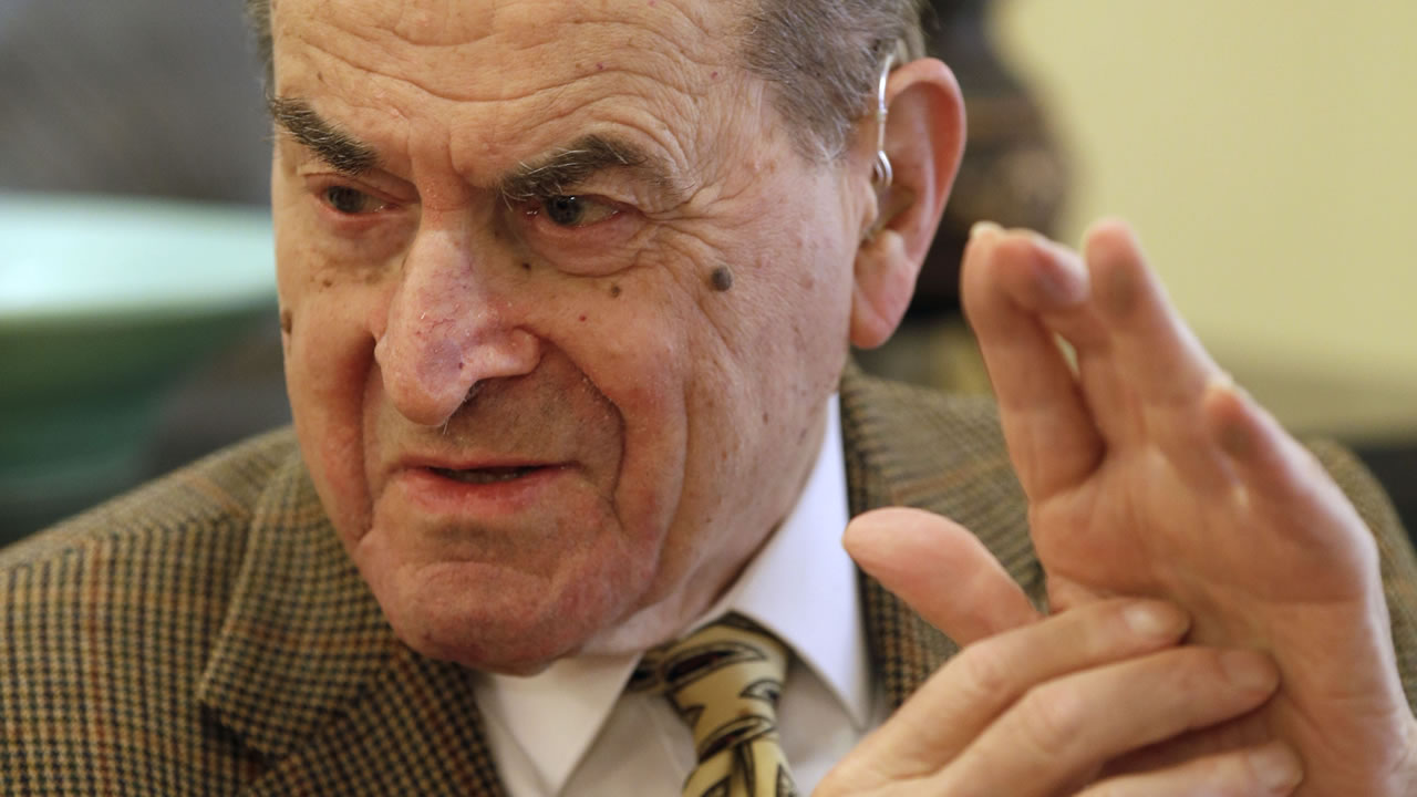 In this Wednesday, Feb. 5, 2014 photo, Dr. Henry Heimlich describes the maneuver he developed to help clear obstructions from the windpipes of choking victims. (AP Photo)