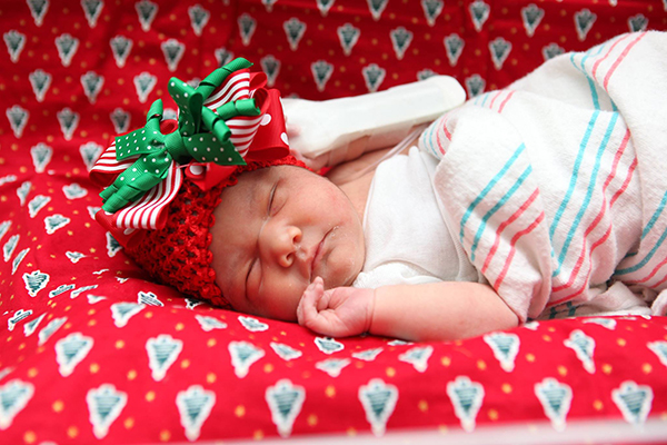 """<div class=""""meta image-caption""""><div class=""""origin-logo origin-image none""""><span>none</span></div><span class=""""caption-text"""">They may be tiny, but the babies spending Christmas at Memorial Hermann campuses across Houston are full of Christmas cheer. (Memorial Hermann Health System)</span></div>"""