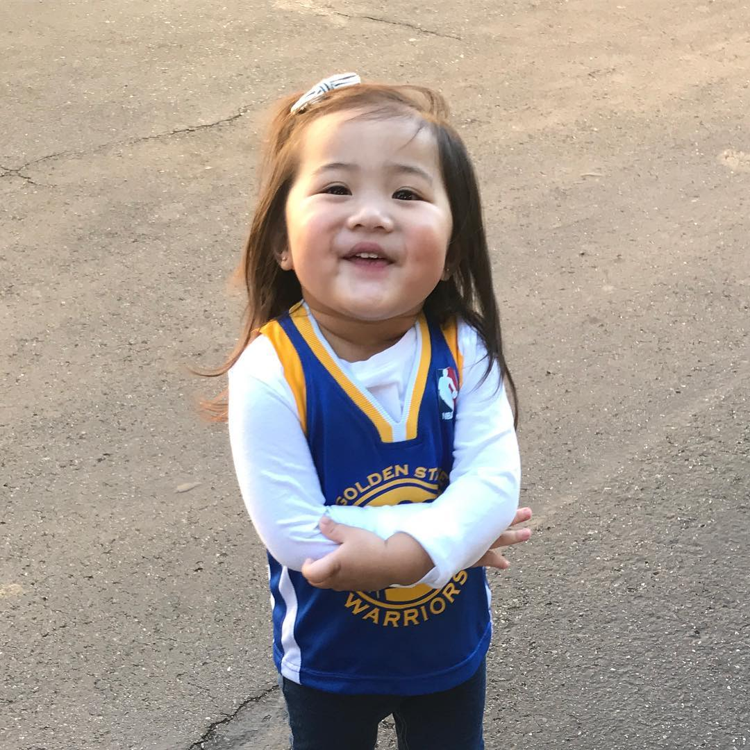 "<div class=""meta image-caption""><div class=""origin-logo origin-image none""><span>none</span></div><span class=""caption-text"">Dub Nation is showing Golden State pride by sending their photos to ABC7 with #DubsOn7. Go Warriors! (kiksdizon/Instagram)</span></div>"