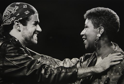 "<div class=""meta image-caption""><div class=""origin-logo origin-image ap""><span>AP</span></div><span class=""caption-text"">Singing great Aretha Franklin joins George Michael during his Faith World Tour in Auburn Hills, Mich., Aug. 30, 1988. (AP Photo/Rob Kozloff, FILE)</span></div>"