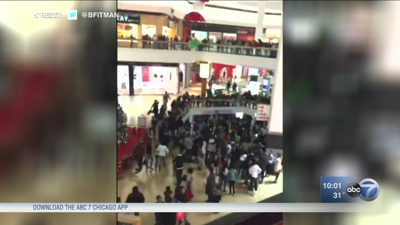 Fox Valley Mall in Aurora closed due to fight