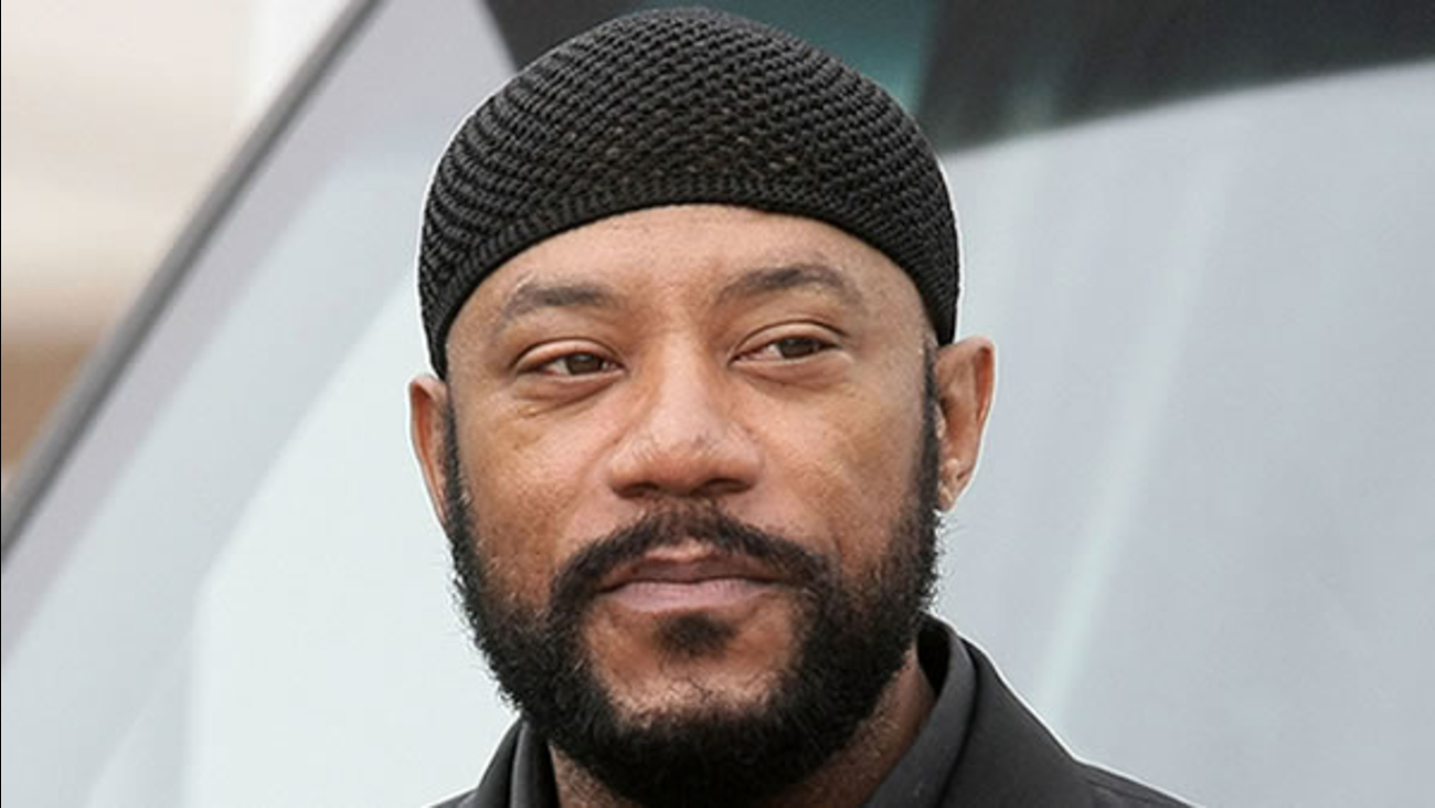"Comedian and actor Ricky Harris, who had a recurring role in Chris Rock's ""Everybody Hates Chris"" sitcom died Monday, Dec. 26, 2016."