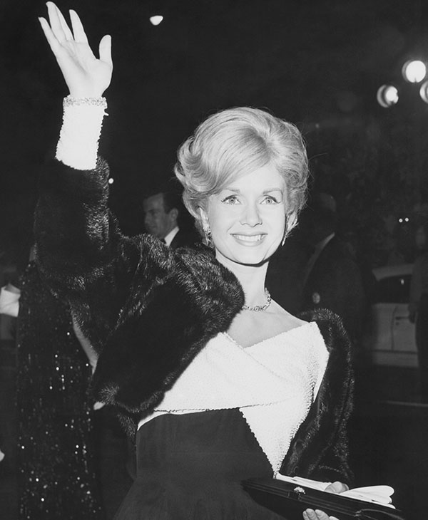 <div class='meta'><div class='origin-logo' data-origin='AP'></div><span class='caption-text' data-credit='AP Photo'>Actress Debbie Reynolds arrives at the Hollywood Egyptian Theater in Los Angeles, Nov. 1962.</span></div>