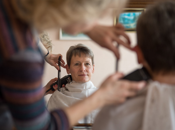 "<div class=""meta image-caption""><div class=""origin-logo origin-image none""><span>none</span></div><span class=""caption-text"">NASA astronaut Peggy Whitson gets her hair cut, Monday, Nov. 14, 2016 at the Cosmonaut Hotel in Baikonur, Kazakhstan. (NASA/Bill Ingalls)</span></div>"