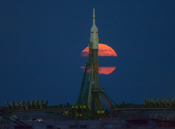 "<div class=""meta image-caption""><div class=""origin-logo origin-image none""><span>none</span></div><span class=""caption-text"">The supermoon is seen rising behind the Soyuz rocket at the Baikonur Cosmodrome launch pad in Kazakhstan, Monday, Nov. 14, 2016. (NASA/Bill Ingalls)</span></div>"