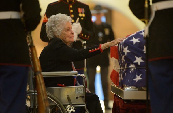 "<div class=""meta image-caption""><div class=""origin-logo origin-image none""><span>none</span></div><span class=""caption-text"">Annie Glenn, widow of former astronaut John Glenn, pays her respects to her late husband under a United States Marine honor guard, in the Rotunda of the Ohio Statehouse in Columbus (NASA/Bill Ingalls)</span></div>"