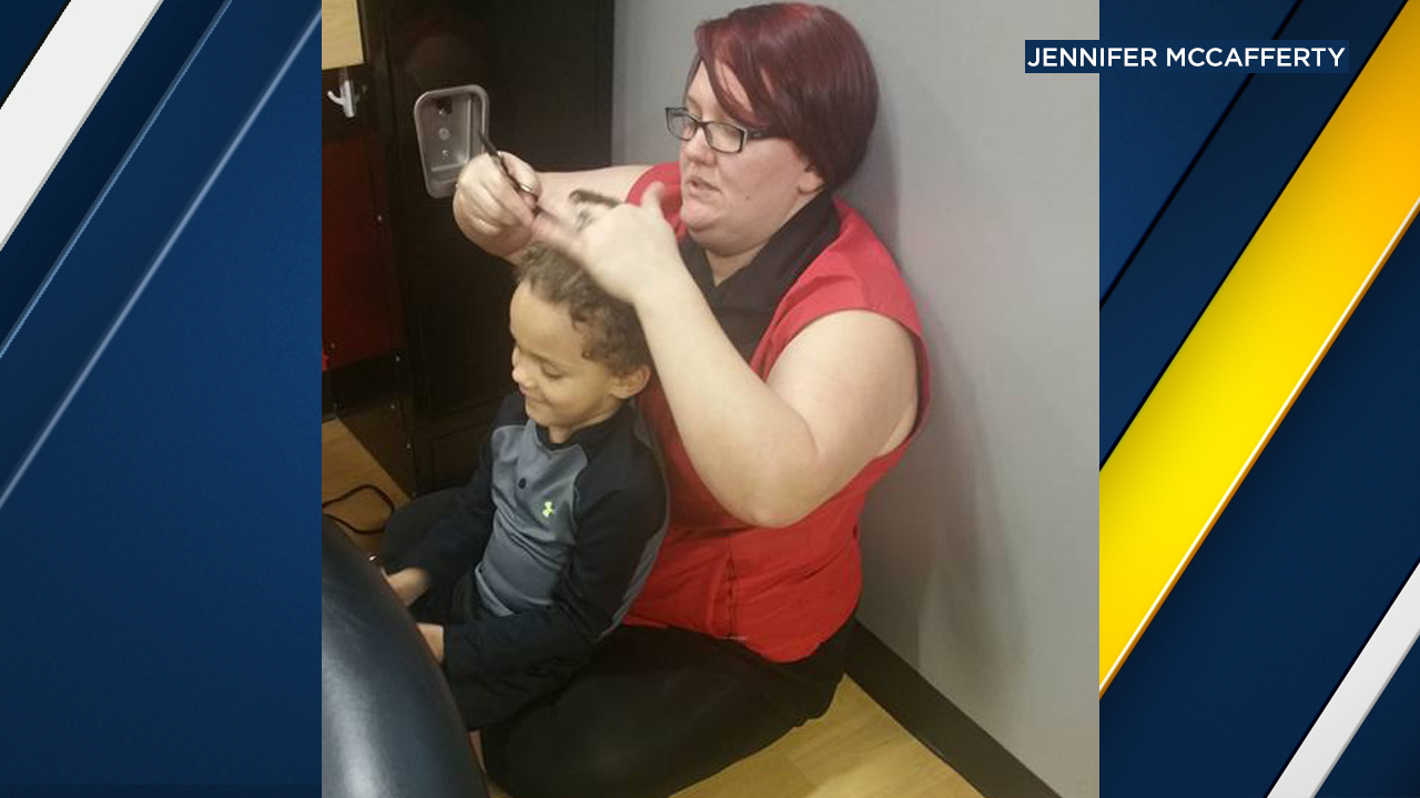 Jennifer McCafferty posted a picture of hairstylist Kaylen Barker going above and beyond to help her 4-year-old son with autism in Charleston, W. Va.