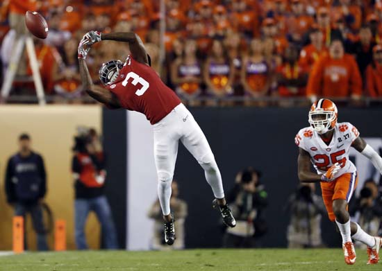 "<div class=""meta image-caption""><div class=""origin-logo origin-image ap""><span>AP</span></div><span class=""caption-text"">Alabama's Calvin Ridley can't catch a pass during the first half of the NCAA college football playoff championship game against Clemson. (AP Photo/John Bazemore) (AP)</span></div>"