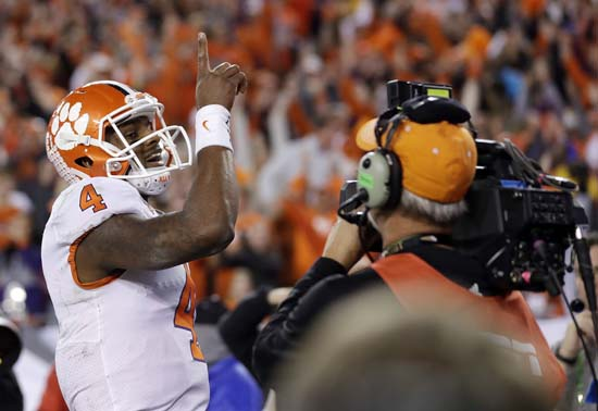"<div class=""meta image-caption""><div class=""origin-logo origin-image ap""><span>AP</span></div><span class=""caption-text"">Clemson's Deshaun Watson reacts after rushing for a touchdown during the first half of the NCAA college football playoff championship game. (AP Photo/Chris O'Meara) (AP)</span></div>"