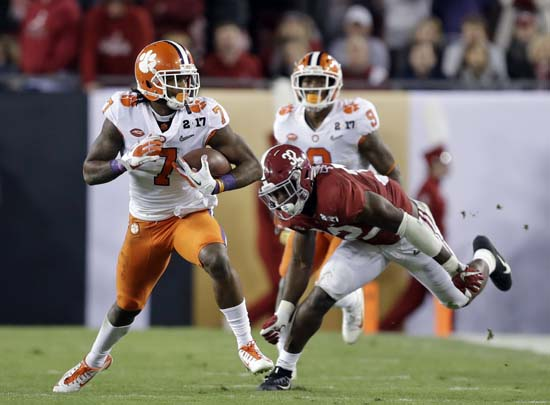 "<div class=""meta image-caption""><div class=""origin-logo origin-image ap""><span>AP</span></div><span class=""caption-text"">Clemson's Mike Williams catches a pass during the first half of the NCAA college football playoff championship game. (AP Photo/Chris O'Meara) (AP)</span></div>"