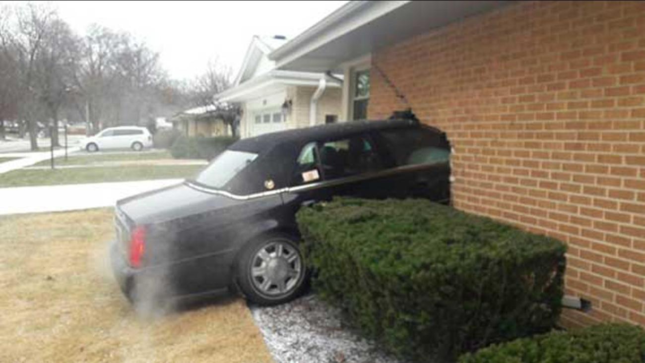 Car Crashes Into Park Ridge Home Abc7chicago Com