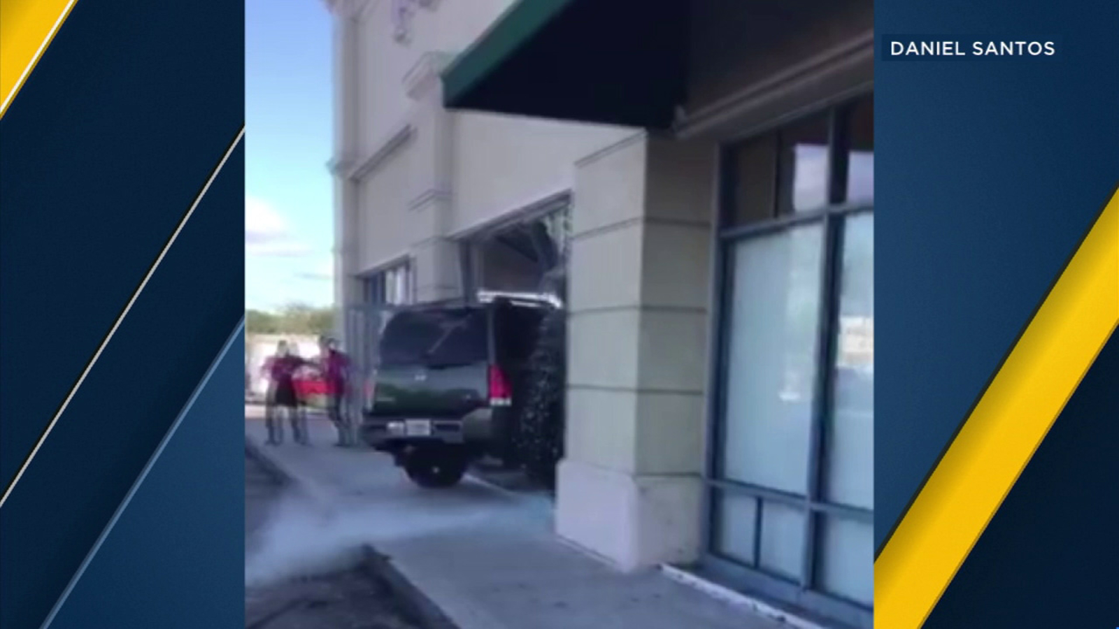 Video Angry Customer Drives Suv Into T Mobile Store In Florida