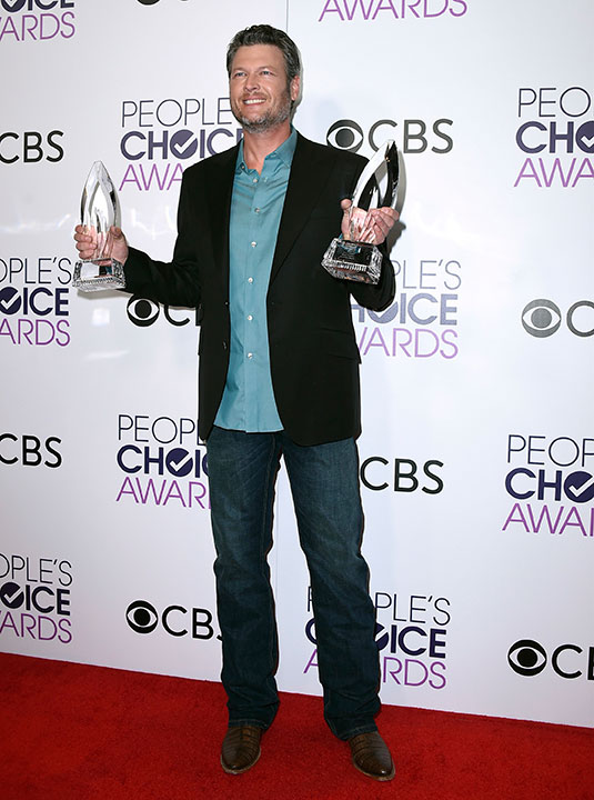 """<div class=""""meta image-caption""""><div class=""""origin-logo origin-image none""""><span>none</span></div><span class=""""caption-text"""">Blake Shelton poses in the press room with the awards for favorite album for """"If I'm Honest"""" and favorite country male artist at the People's Choice Awards at the Microsoft Theater (Jordan Strauss/Invision/AP)</span></div>"""