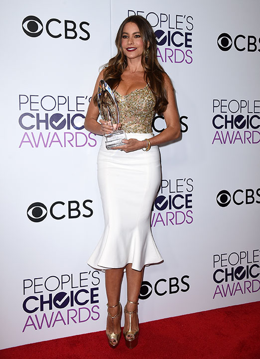 """<div class=""""meta image-caption""""><div class=""""origin-logo origin-image none""""><span>none</span></div><span class=""""caption-text"""">Sofia Vergara poses in the press room with the award for favorite comedic TV actress at the People's Choice Awards at the Microsoft Theater on Wednesday, Jan. 18, 2017. (Jordan Strauss/Invision/AP)</span></div>"""