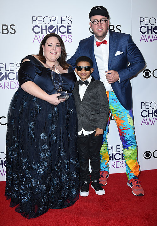 """<div class=""""meta image-caption""""><div class=""""origin-logo origin-image none""""><span>none</span></div><span class=""""caption-text"""">Chrissy Metz, from left, Lonnie Chavis, and Chris Sullivan pose in the press room with the award for favorite new TV drama at the People's Choice Awards. (Jordan Strauss/Invision/AP)</span></div>"""