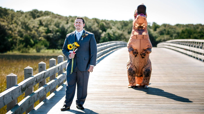 Chicago couple\'s wedding first look gets \'Rexy\'   abc7chicago.com