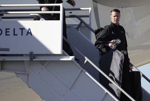 <div class='meta'><div class='origin-logo' data-origin='AP'></div><span class='caption-text' data-credit='AP'>Atlanta Falcons' Matt Ryan gets off the plane as the team arrives at George Bush Intercontinental Airport for the NFL Super Bowl 51. (AP Photo/David J. Phillip)</span></div>