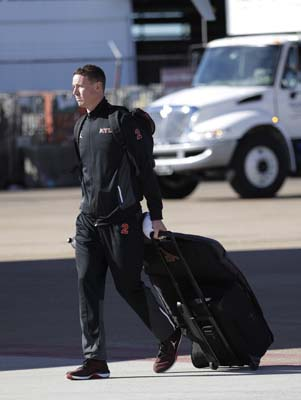 <div class='meta'><div class='origin-logo' data-origin='AP'></div><span class='caption-text' data-credit='AP'>Atlanta Falcons' Matt Ryan walks to the bus as the team arrive at George Bush Intercontinental Airport for the NFL Super Bowl 51. (AP Photo/David J. Phillip)</span></div>