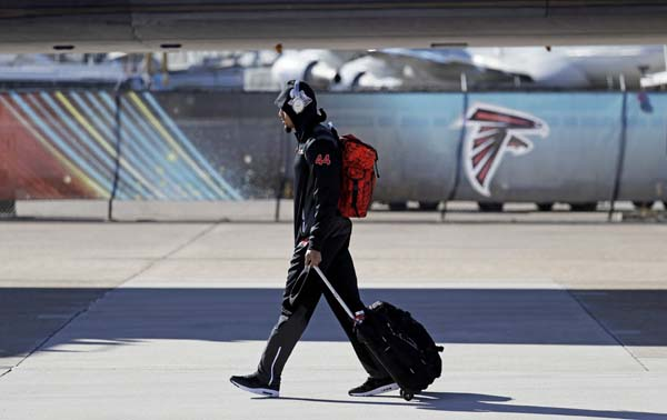 <div class='meta'><div class='origin-logo' data-origin='AP'></div><span class='caption-text' data-credit='AP'>Atlanta Falcons' Vic Beasley walks to the bus as the team arrives at George Bush Intercontinental Airport for the NFL Super Bowl 51. (AP Photo/Eric Gay)</span></div>