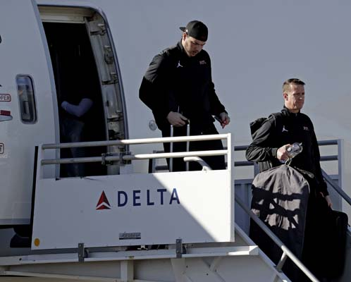 <div class='meta'><div class='origin-logo' data-origin='AP'></div><span class='caption-text' data-credit='AP'>Atlanta Falcons' Matt Ryan gets off the plane as the team arrives at George Bush Intercontinental Airport for the NFL Super Bowl 51. (AP Photo/Morry Gash)</span></div>