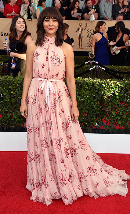 "<div class=""meta image-caption""><div class=""origin-logo origin-image ap""><span>AP</span></div><span class=""caption-text"">Rashida Jones arrives at the 23rd annual Screen Actors Guild Awards at the Shrine Auditorium & Expo Hall on Sunday, Jan. 29, 2017, in Los Angeles. (Jordan Strauss/Invision/AP)</span></div>"