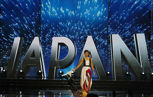 """<div class=""""meta image-caption""""><div class=""""origin-logo origin-image ap""""><span>AP</span></div><span class=""""caption-text"""">Miss Universe contestant Sari Nakazawa of Japan parades in costume during the preliminary competition of the Miss Universe beauty pageant. (AP Photo/Bullit Marquez) (AP)</span></div>"""