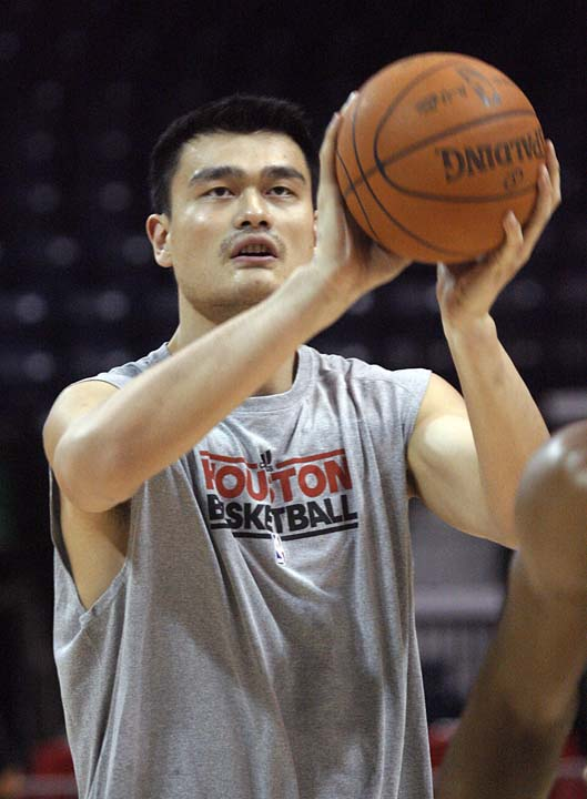"<div class=""meta image-caption""><div class=""origin-logo origin-image ktrk""><span>KTRK</span></div><span class=""caption-text"">Houston Rockets' Yao Ming warms up for the Rockets' NBA preseason basketball game against the Orlando Magic in Hidalgo, Texas, Tuesday, Oct. 5,2010. (AP Photo/Delcia Lopez) (AP)</span></div>"