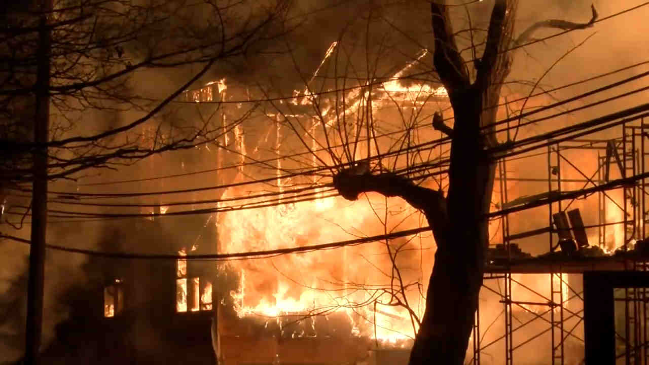fire blows through apartment complex in maplewood new jersey abc7 new york fire blows through apartment complex in