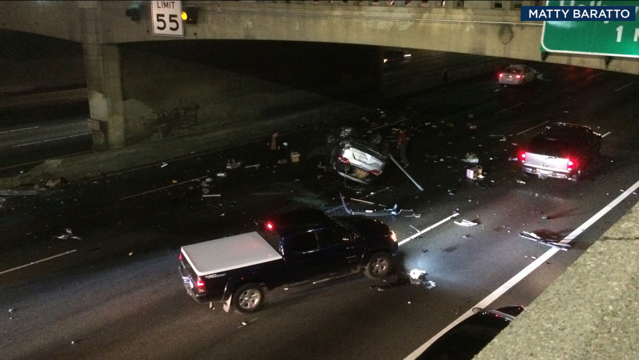 2 killed, 2 critically injured in rollover crash on 101 Fwy in
