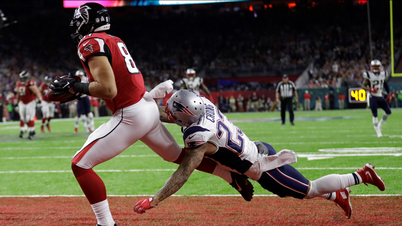 Atlanta Falcons' Austin Hooper catches a touchdown pass ahead of New England Patriots' Patrick Chung during the first half of Super Bowl 51 on Sunday, Feb. 5, 2017.