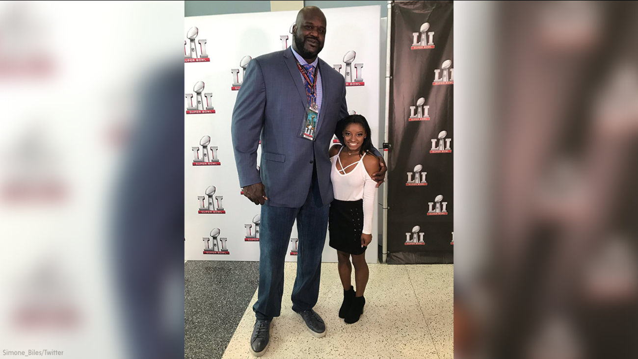 Simone Biles and Shaquille O'Neal at Super Bowl LI.