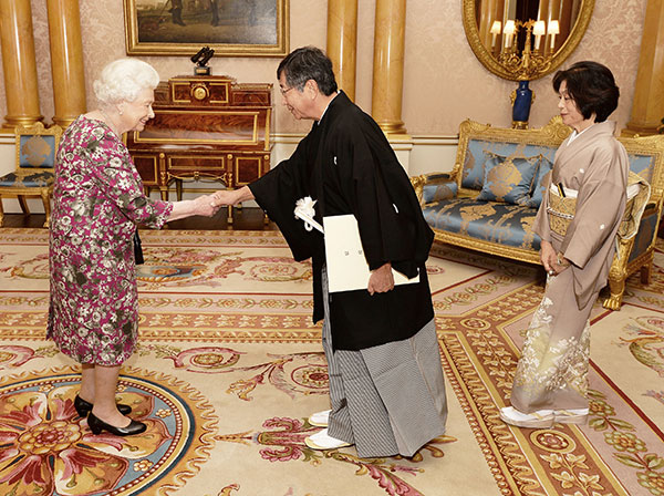 "<div class=""meta image-caption""><div class=""origin-logo origin-image none""><span>none</span></div><span class=""caption-text"">Britain's Queen Elizabeth II shakes hands with Ambassador of Japan Koji Tsuruoka at Buckingham Palace in central London Thursday Oct. 20, 2016. (John Stillwell/AP Photo)</span></div>"
