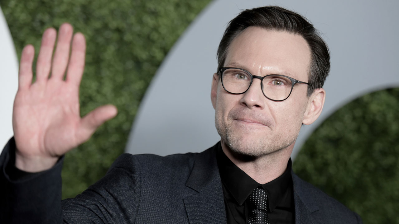 Christian Slater Pays Visit To Houston Zoo Abc13