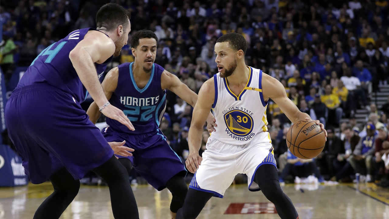 Warriors' Stephen Curry (30) during the second half of an NBA basketball game against the Charlotte Hornets Wednesday, Feb. 1, 2017, in Oakland, Calif.