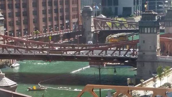 barge sinks chicago river