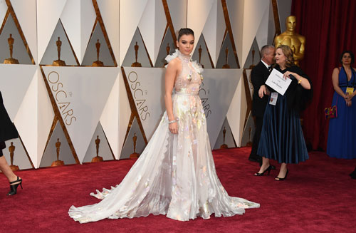 <div class='meta'><div class='origin-logo' data-origin='AP'></div><span class='caption-text' data-credit='Photo by Jordan Strauss/Invision/AP'>Hailee Steinfeld arrives at the Oscars on Sunday, Feb. 26, 2017, at the Dolby Theatre in Los Angeles.</span></div>