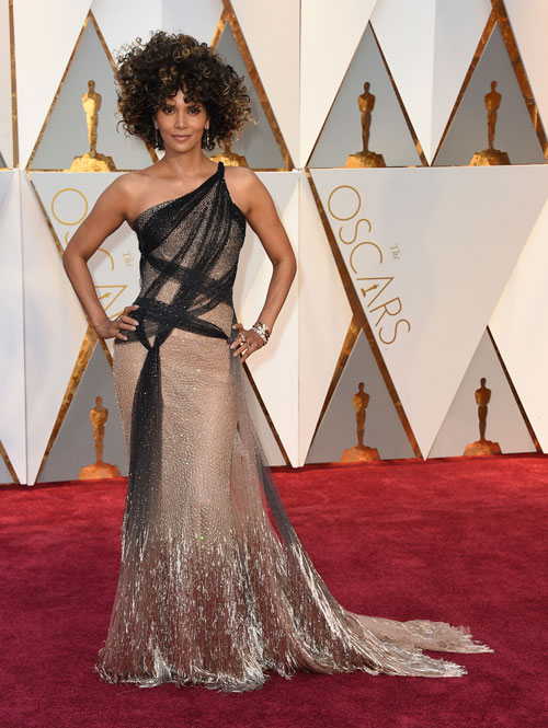 "<div class=""meta image-caption""><div class=""origin-logo origin-image ap""><span>AP</span></div><span class=""caption-text"">Halle Berry arrives at the Oscars on Sunday, Feb. 26, 2017, at the Dolby Theatre in Los Angeles. (Photo by Jordan Strauss/Invision/AP)</span></div>"