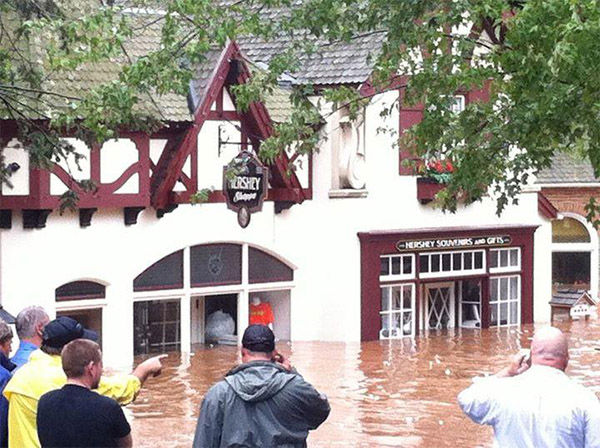 """<div class=""""meta image-caption""""><div class=""""origin-logo origin-image """"><span></span></div><span class=""""caption-text"""">This wasn't the first time Hersheypark was flooded. Here's the flooded gift shop from 2011 after Hurricane Sandy wrecked havoc. (chevylove72 / Twitter)</span></div>"""
