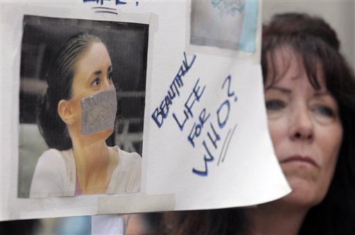 "<div class=""meta image-caption""><div class=""origin-logo origin-image none""><span>none</span></div><span class=""caption-text"">Lori Richards, right, of Daytona Beach, Fla., protests outside the Orange County Courthouse during the sentencing hearing for Casey Anthony in Orlando, Fla.. (ASSOCIATED PRESS)</span></div>"