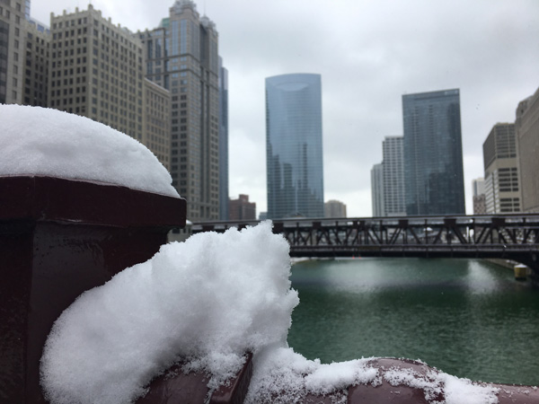 "<div class=""meta image-caption""><div class=""origin-logo origin-image none""><span>none</span></div><span class=""caption-text"">Snow blanketed the Chicago area Monday, making roads slick and leading to hundreds of flight cancellations at the city's airports.</span></div>"
