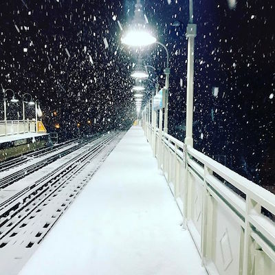 "<div class=""meta image-caption""><div class=""origin-logo origin-image wabc""><span>wabc</span></div><span class=""caption-text"">Instagram user @joe_claytone captured the snowfall in Chicago early in the morning. (Instagram/@joe_claytone)</span></div>"