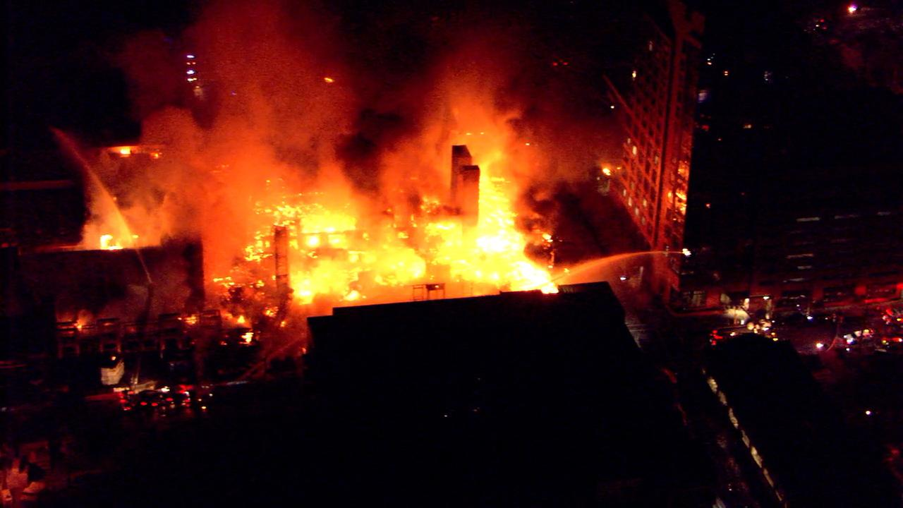 Monstrous Fire Destroys Apartment Building In Downtown Raleigh Abc11 Com